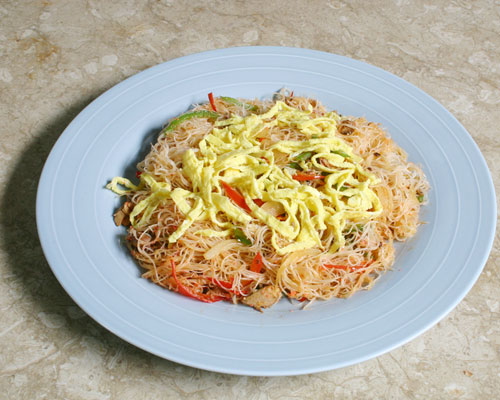 FRIED RICE VERMICELLI AND SARDINES WITH GREEN AND RED PEPPERS